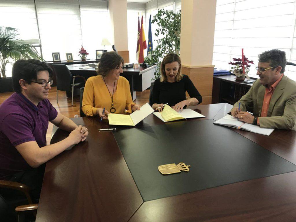 María José Landaburu (UATAE) y Patricia Franco Jiménez (Consejera de Empleo de Castilla-La Mancha)