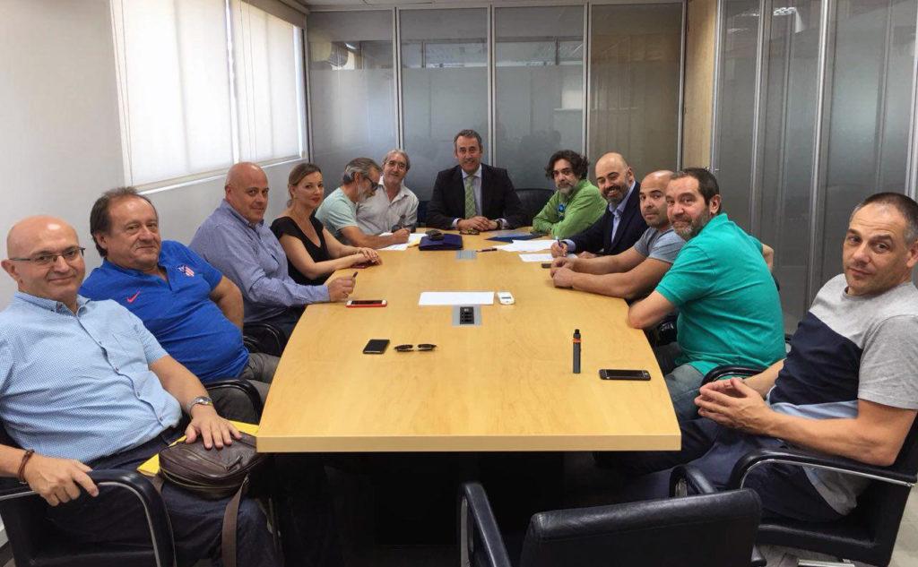 Firma de la renovación de contratos de los repartidores de prensa de Madrid, con Boyacá y UATAE