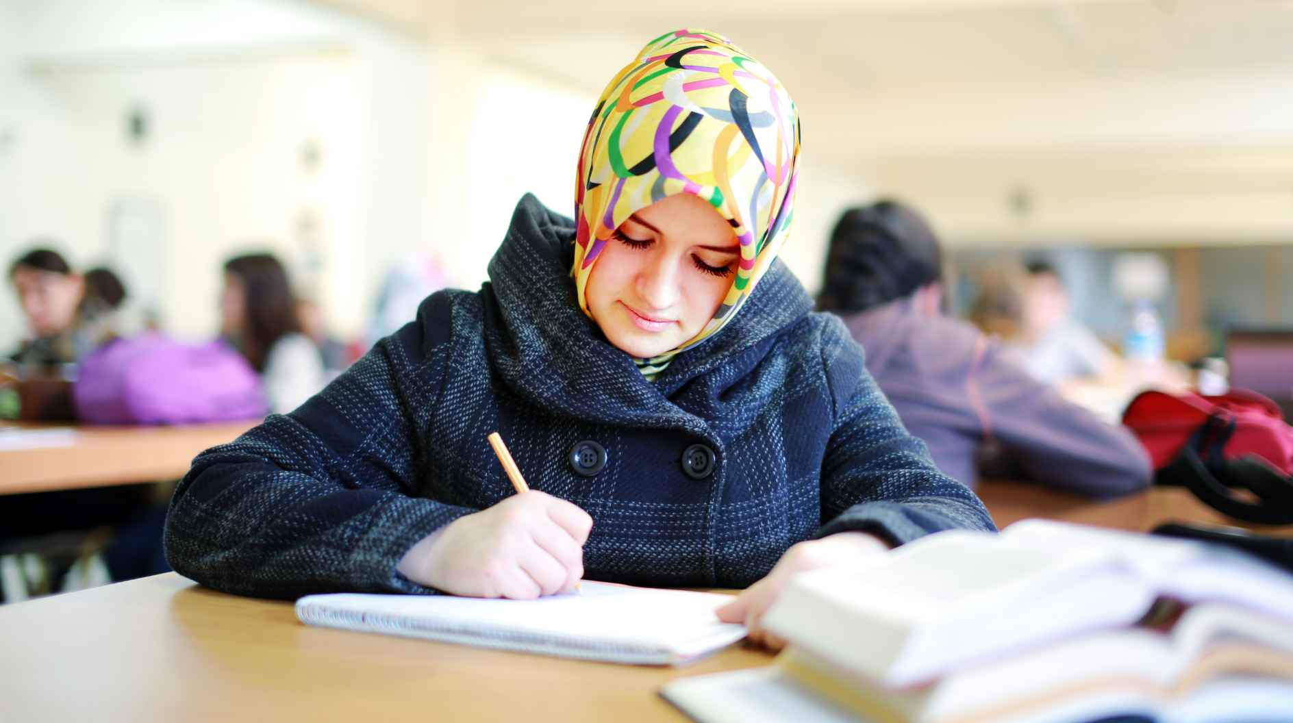 Información y asesoramiento para la integración de asilados y desplazados UATAE